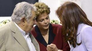 Archivo. Los expresidentes de Argentina, Cristina Kirchner, Brasil, Dilma Rousseff y Uruguay, José Mujica, durante la cumbre del Mercosur, el 17 de diciembre de 2014 en Paraná.