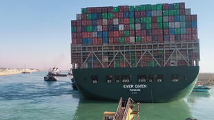 La poupe du porte-conteneurs Ever Given, qui bloque le canal de Suez, le 29 mars 2021