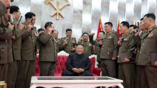 الزعيم الكوري الشمالي كيم جونغ اون يشدد على عدم التخلي عن ترسانة بلاده النووية