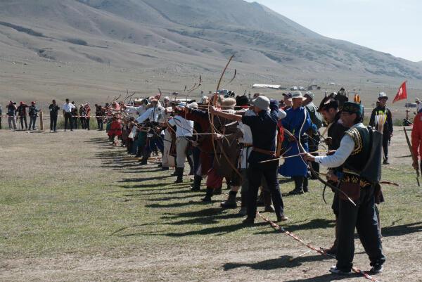 Des archers s'affrontent sur l'épreuve de tir à 70mètres.