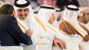 صورة وزعتها وكالة الأنباء القطرية لأمير قطر الشيخ تميم بن حمد آل ثاني في الدوحة في 5 أيلول/سبتمبر 2017