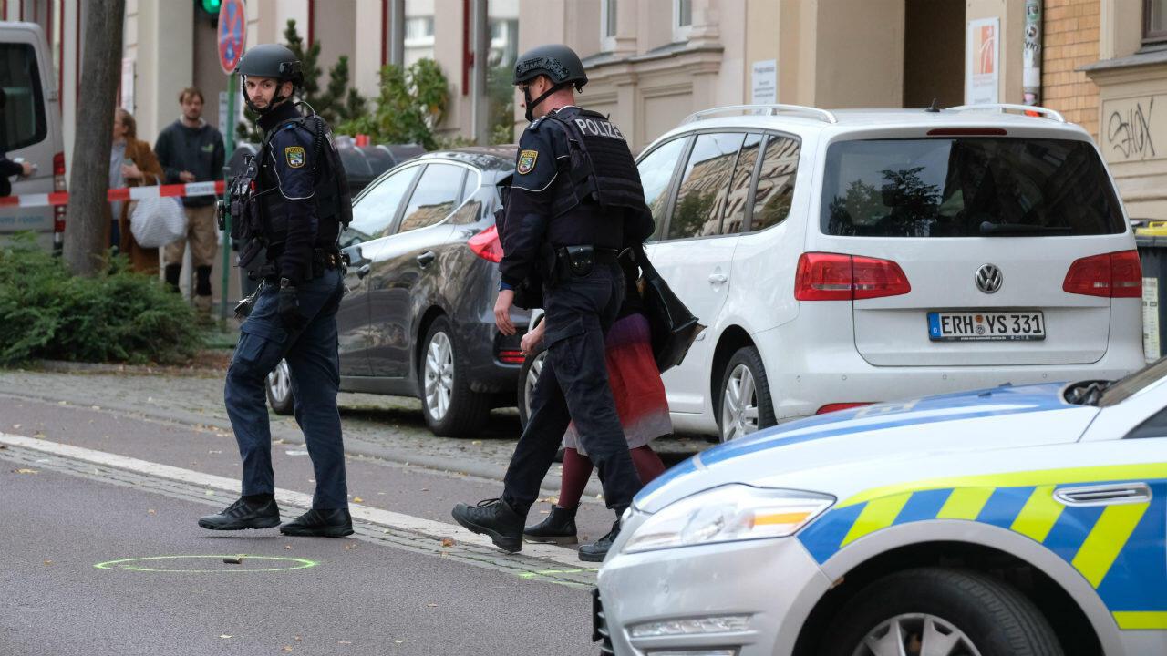 La police sécurise la zone où s'est déroulée la fusillade, à Halle, le 9octobre2019.