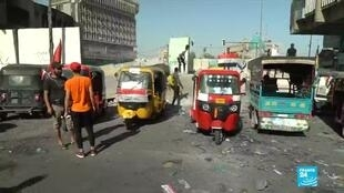 """Les """"tuk-tuk"""" irakiens sont utilisés pour transporter du matériel et des blessés lors des manifestations."""