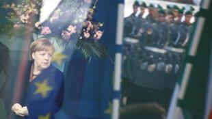 La canciller alemana Angela Merkel espera en la cancillería en Berlín, Alemania, el 20 de marzo de 2018.