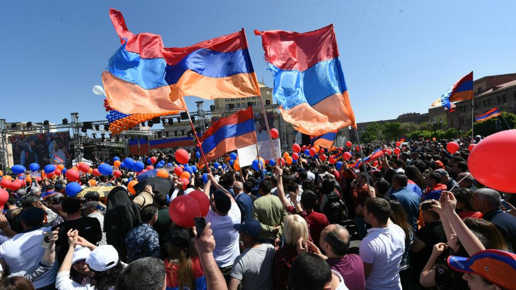 Des partisans de l'opposant arménien, Nikol Pachinian, manifestent à Erevan, le 1er mai 2018.