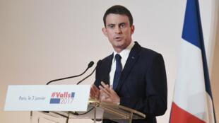 Manuel Valls, mardi 3 janvier 2017, à la Maison de la Chimie, à Paris.
