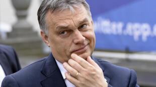Le Premier ministre hongrois, Viktor Orban a vu son parti (Fidesz) temporairement suspendu, mercredi 20 mars, par la droite européenne (PPE)