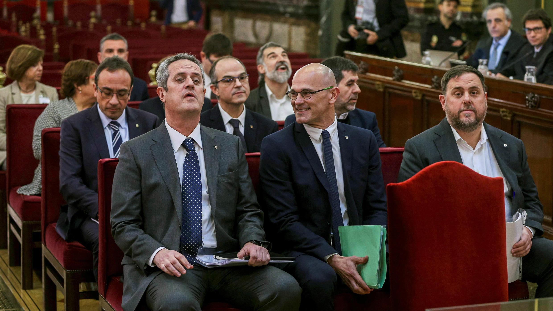 Líderes independentistas catalanes se someten al primer día del proceso judicial en el Tribunal Supremo, en Madrid, el 12 de febrero de 2019.