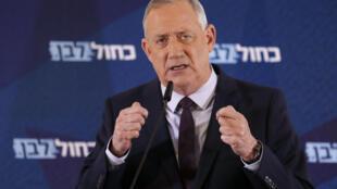 """زعيم التحالف الوسطي """"أزرق أبيض"""" بيني غانتس خلال خطاب له في مدينة رامات جان وسط إسرائيل في 7 آذار/مارس 2020"""