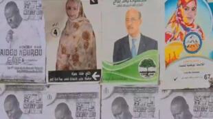 Des affiches électorales pour les élections en Mauritanie.