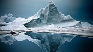 Un iceberg au Groenland du Nord. La glace marine disparaît actuellement à une vitesse qui affole les scientifiques.