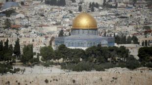 L'esplanade des Mosquées se trouve à Jérusalem-Est, la partie palestinienne de la ville sainte qu'Israël occupe depuis 1967 malgré les condamnations des Nations unies.