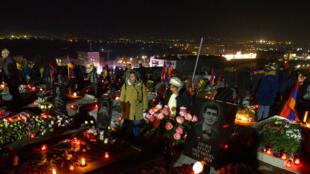 أرمنيون يشاركون في مراسم إحياء ذكرى ضحايا النزاع حول ناغورني قره باغ في يريفان في 18 كانون الأول/ديسمبر 2020