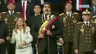 El presidente Nicolás Maduro reacciona durante un evento militar que fue interrumpido, como se ve en este fotograma tomado de un video del 4 de agosto de 2018, en Caracas, Venezuela.