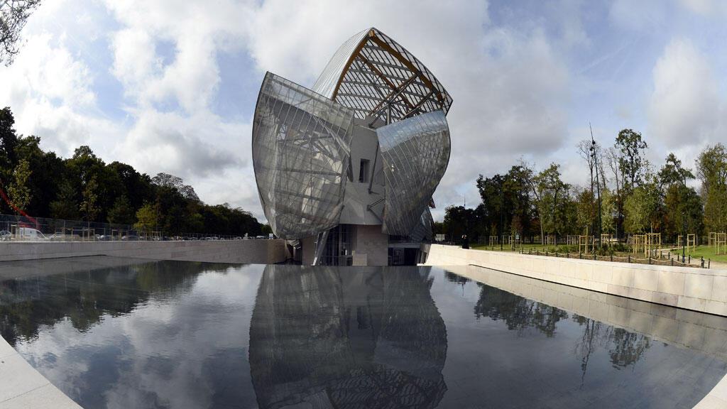 La Fondation Louis Vuitton a été construite dans le bois de Boulogne, à l'ouest de Paris.