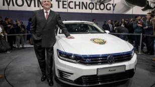 رئيس مجلس إدارة فولكسفاغن مارتن ونتركورن بمعرض جنيف للسيارات 2 مارس 2015