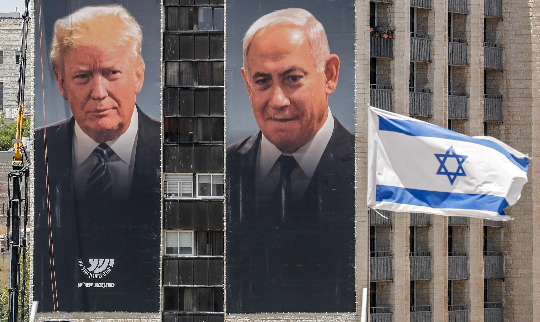 Les portraits de Donald Trump et de Benjamin Netanyahu, à Jérusalem, le 10 juin 2020.