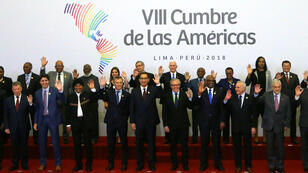 Los jefes de Estados y primeros ministros posan durante la VIII Cumbre de las Américas en Lima, Perú, el 14 de abril de 2018.