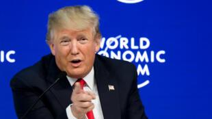 الرئيس الأمريكي دونالد ترامب ملقيا كلمة في المنتدى الاقتصادي العالمي دافوس في 26 ك2/يناير 2018.