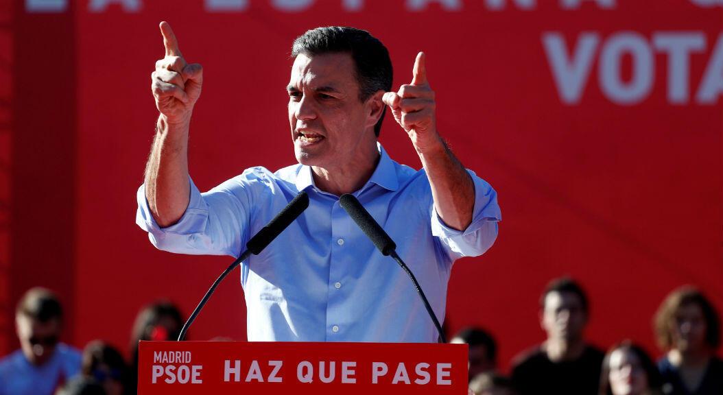 El actual presidente del gobierno y líder del Partido Socialista Obrero Español, PSOE, Pedro Sánchez, habla en un mitin de cierre de campaña electoral, en Madrid,el 26 de abril de 2019.