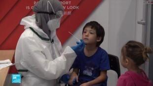 فيليكس وعائلته وصلوا من الهند وقرروا الخضوع لفحص فيروس كورونا بمطار شارل ديغول الباريسي، 31 يوليو/تموز 2020.