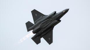 """الطيران الإسرائيلي يستمر في قصف ما يقول إنها """"مواقع حماس"""" في غزة"""