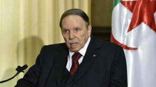 Abdelaziz Bouteflika à Zeralda, dans la banlieue ouest d'Alger, le 10 avril 2016.