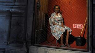 """""""Les Noirs ont été nourris"""" indique un panneau à côté de la comédienne d'Exhibit B"""