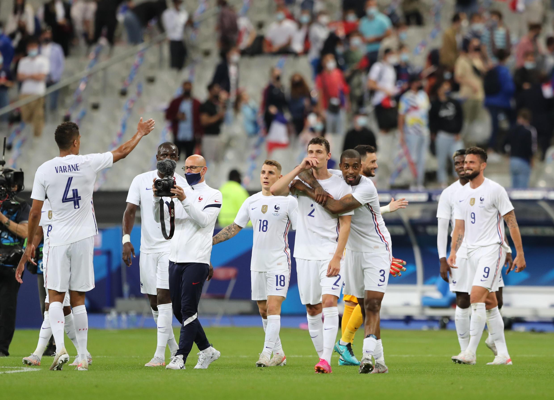 L'équipe de France se réjouit de sa victoire face à la Bulgarie lors du match amical contre la Bulgarie, mardi 8 juin 2021 au Stade de France.