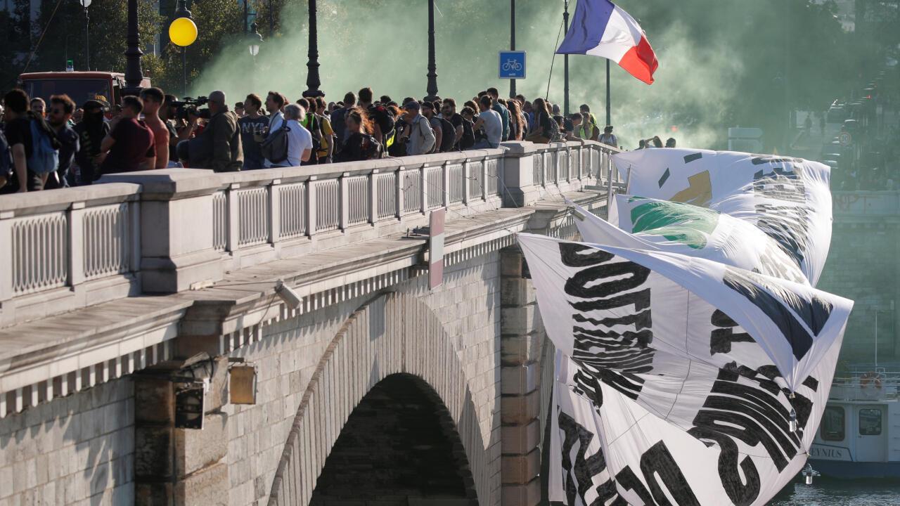 Un grupo de manifestantes pide al gobierno de Emmanuel Macron que tome acciones para hacer frente al calentamiento global en París, Francia, el 21 de septiembre de 2019.