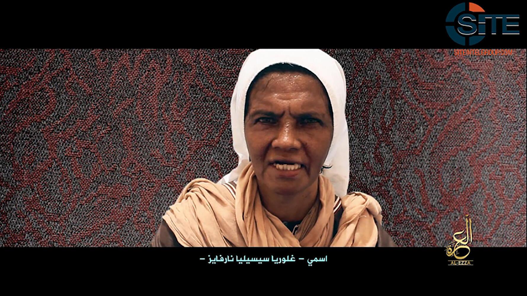 Captura de pantalla de un video de prueba de supervivencia de la monja colombiana Gloria Cecilia Narváez, mientras estuvo secuestrada por yihadistas en Mali.