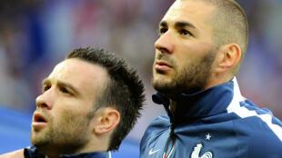 Mathieu Valbuena et Karim Benzema, le 8 juin 2014 avant le match France-Jamaïque, à Lille.