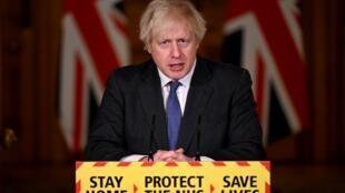El primer ministro británico, Boris Johnson, asiste a una conferencia de prensa virtual sobre la nueva pandemia del coronavirus COVID-19, en el número 10 de Downing Street, en el centro de Londres, el 22 de enero de 2021.