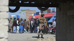جندي باكستاني في سوق في ميرانشاه