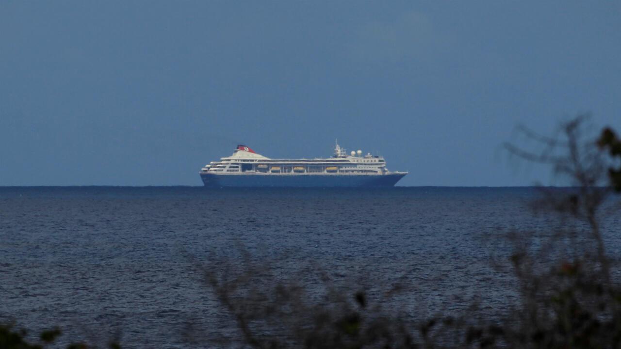 El crucero MS Braemer se acerca a Cuba el 17 de marzo de 2020 para desembarcar a sus pasajeros tras el rechazo de varios países al tener cinco casos de Covid-19 a bordo.
