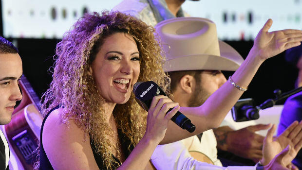Érika Ender, coautora de la letra de 'Despacito' en la conferencia de los premios Billboard Latinos. Abril 2017.