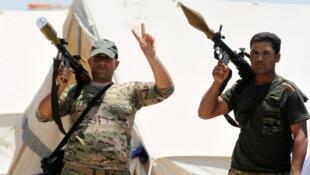 Des combattants irakiens célèbrent la victoire à Falloujah.