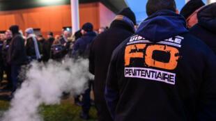 Les surveillants ont bloqué la prison de Vendin-le-Veil le 12 janvier, après l'agression de trois des leurs la veille.