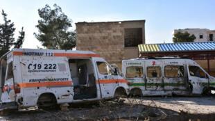 Les secours encadrent l'ancien palais de justice de damas où un attentat a eu lieu mercredi 15 mars.