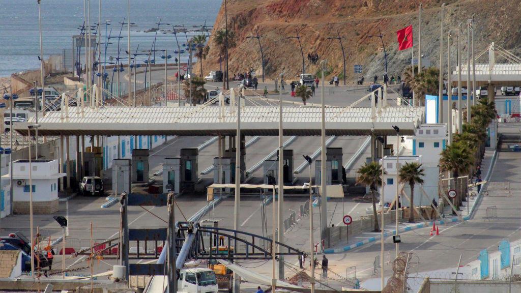 Vista del paso fronterizo entre Ceuta y Marruecos tras el cierre de las fronteras entre España y Marruecos como medida preventiva por la crisis del coronavirus Covid-19, el 13 de marzo de 2020.