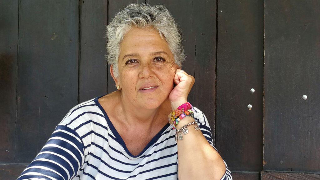 Eleonora Antillon, quien acusa de agresión sexual al ganador del Premio Nobel de Paz de 1987 y ex presidente de Costa Rica, Oscar Arias, fuera de su casa en Liberia, Costa Rica, el 7 de febrero de 2019.