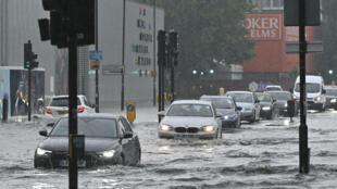 مياه الفيضانات تغمر شوارع لندن