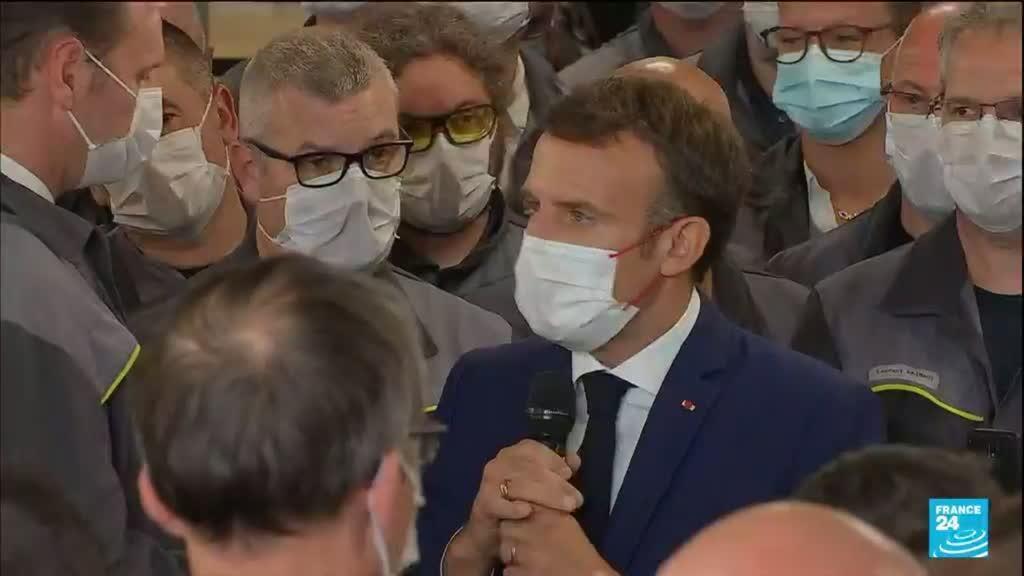 2021-06-28 14:01 France : Emmanuel Macron accueilli par Xavier Bertrand à l'usine Renault de Douai