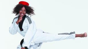 La taekwondoïste Haby Niaré est agente commerciale SNCF à la gare Saint-Lazare à Paris.