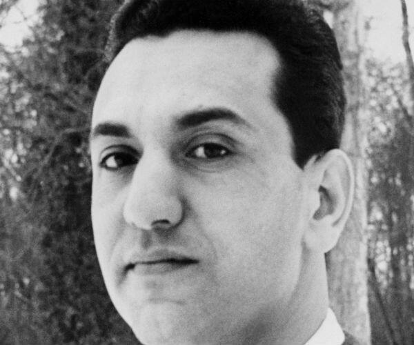 """Portrait non daté de Hocine Aït Ahmed, un des neuf """"chefs historiques"""" du FLN."""