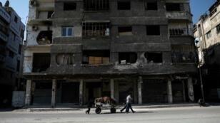 صورة ارشيف للدمار في دوما شرق دمشق في 6 أيار/مايو 2017