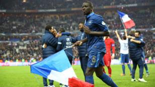 Mamadou Sakho et ses coéquipiers fêtent la qualification pour le Brésil