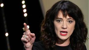 La actriz Asia Argento dando unas palabras el pasado 19 de mayo de 2018 durante la 71 ceremonia de clausura del Festival de Cine de Cannes.