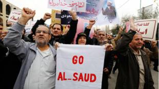 Des manifestants ultra-conservateurs iraniens ont scandé des slogans antisaoudiens à la sortie de la prière du vendredi à Téhéran, le 8 janvier 2016.