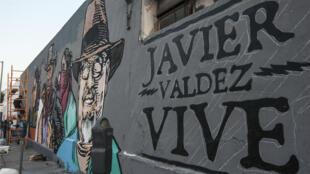 Mural pintado por artistas en Monterrey, México, en memoria del periodista mexicano Javier Valdez, asesinado el 19 de mayo de 2017, en Culiacán.
